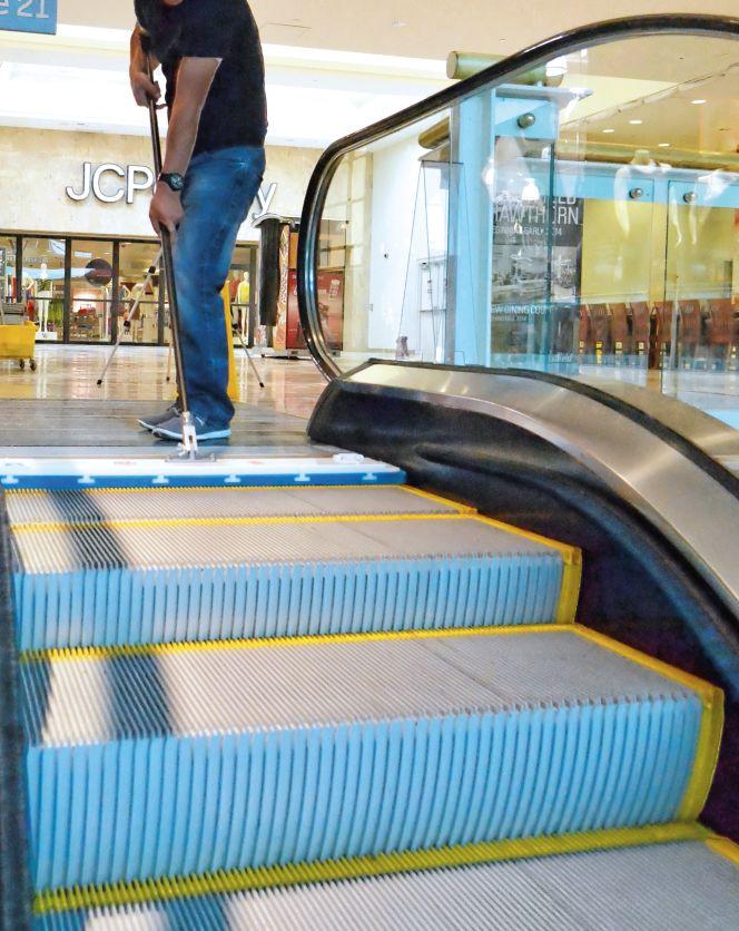 Аппарат для чистки эскалаторов